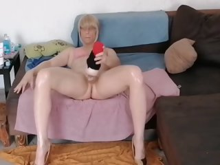 Geilesluderlea Masturbates On The Couch With Her Legs Apart